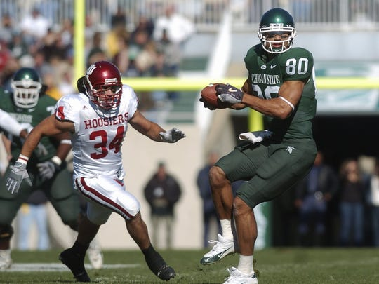 MSU's Kellen Davis turns to run after connecting with a Drew Stanton pass. On left is Indiana's John Pannozzo.