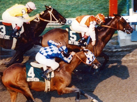 Bet Twice wins the 1987 Haskell, with Alysheba on the outside and Lost Code on the inside.