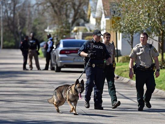 Vicksburg police and Warren County sheriff's deputies