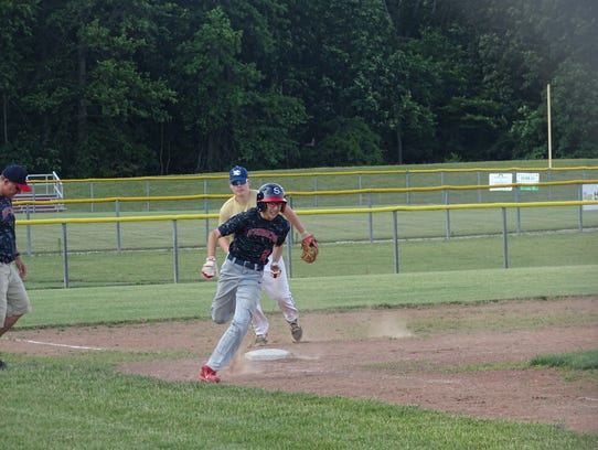 Derek Briedenbach rounds third base for the Ohio Stingers