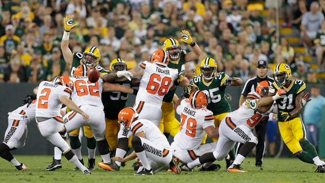 Green Bay Packers special teams defense tries to block a field goal attempt by kicker Patrick Murray (2) against the Cleveland Browns at Lambeau Field August 11, 2016.