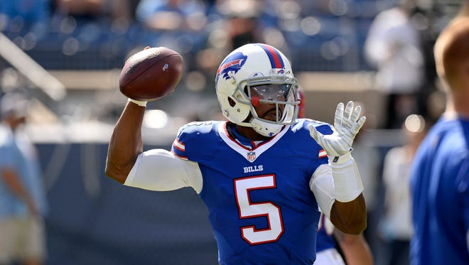 Bills quarterback Tyrod Taylor (5) warms up.