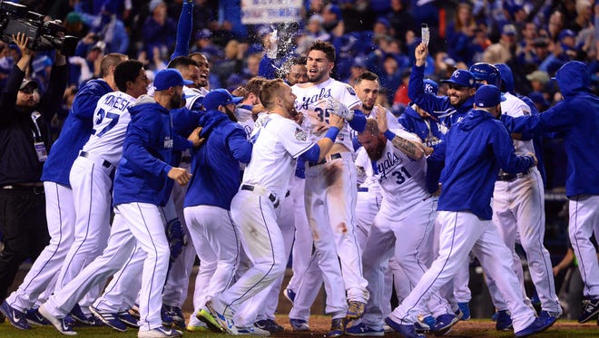 The Royals celebrate after winning Game 1 on a walk-off.