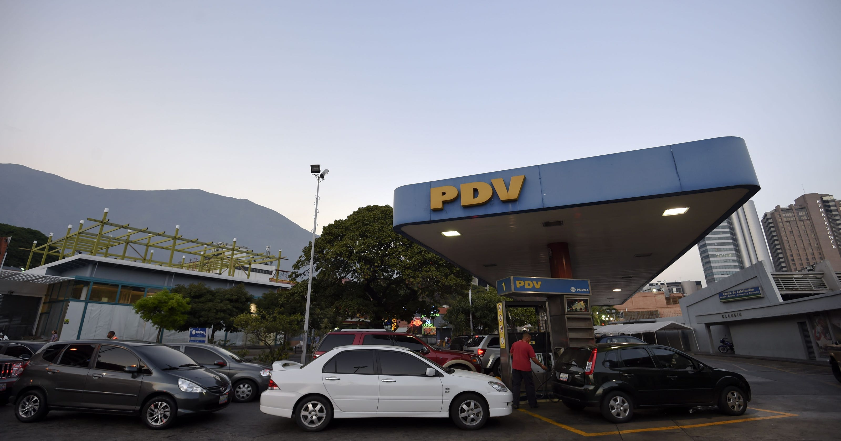 Cheapest Gas Prices >> Venezuela Boosts World S Cheapest Gas Prices To Stem