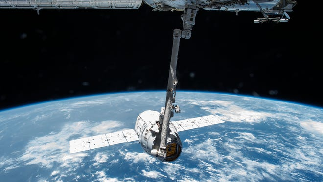 In April 2015, the Canadarm2 robotic arm grappled the SpaceX Dragon CRS-6 cargo spacecraft before attaching it to the International Space Station.