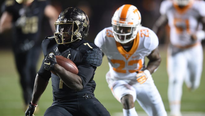 Vanderbilt running back Ralph Webb (7) runs for a touchdown against Tennessee on Nov. 26, 2016.