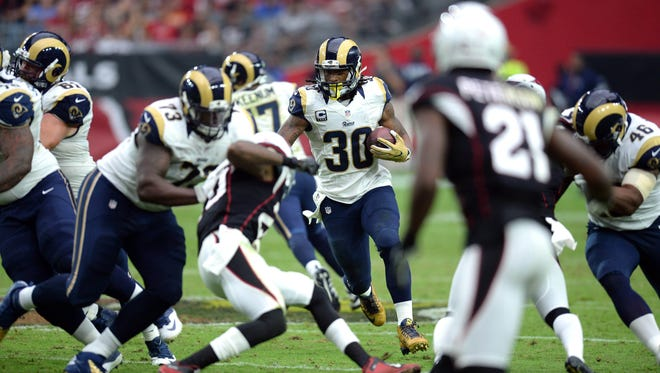 Los Angeles Rams running back Todd Gurley (30) runs with the ball against the Arizona Cardinals during the second half at University of Phoenix Stadium. The Rams won 17-13.