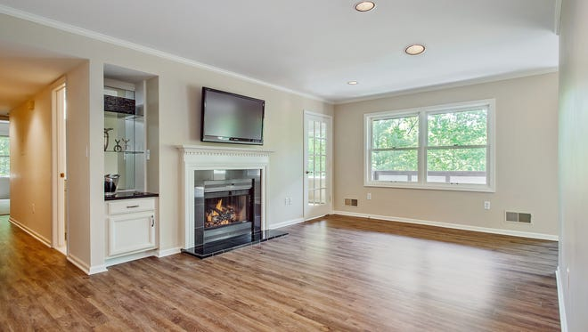This empty room doesn't inspire many buyers.