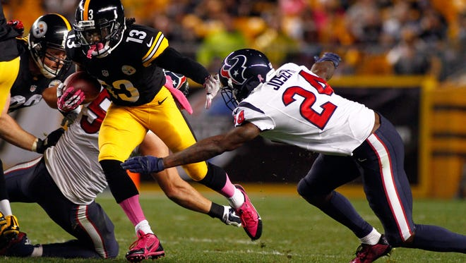 PITTSBURGH, PA - OCTOBER 20:  Dri Archer #13 of the Pittsburgh Steelers runs the ball against Johnathan Joseph #24 of the Houston Texans during their game at Heinz Field on October 20, 2014 in Pittsburgh, Pennsylvania.  (Photo by Justin K. Aller/Getty Images)