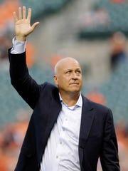 Former Baltimore Oriole Cal Ripken, Jr., acknowledges