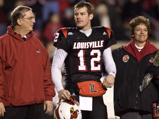 Brian Brohm stands with father, Oscar, and mother,