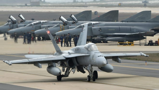 A U.S. combat jet gets ready for takeoff at an airbase in Gunsan, South Jeolla Province, South Korea, 20 April 2016, during a biannual South Korea US air defense drill named 'Max Thunder'.
