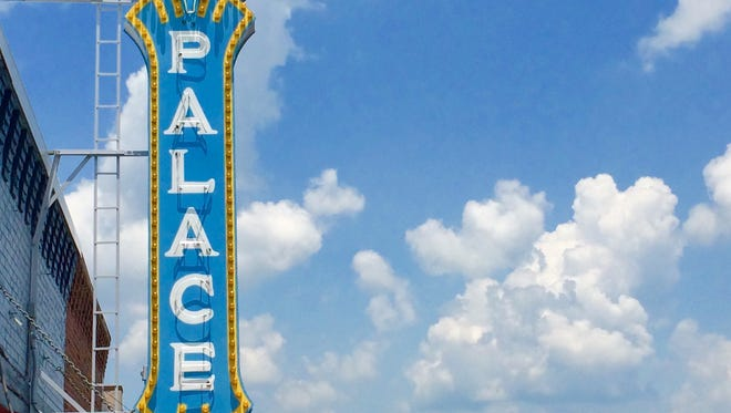 The Palace Theatre in Gallatin will be showing two holiday classics this weekend.