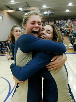 Desert Vista's Hailey Harward (left) and Lexi Glover celebrate their victory over Hamilton to win the Division I state championship in Gilbert on Wednesday.