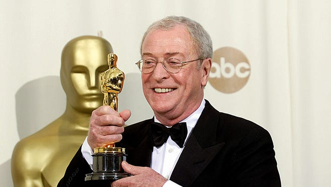 Michael Caine with his Oscar for Best Supporting Actor at the 72th Annual Academy Awards.