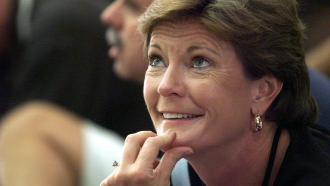 Pat Summitt in 1999 while coaching Tamika Catchings at Tennessee.