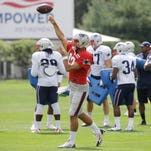 Pro picks: Brady-less Patriots have tough task in Arizona
