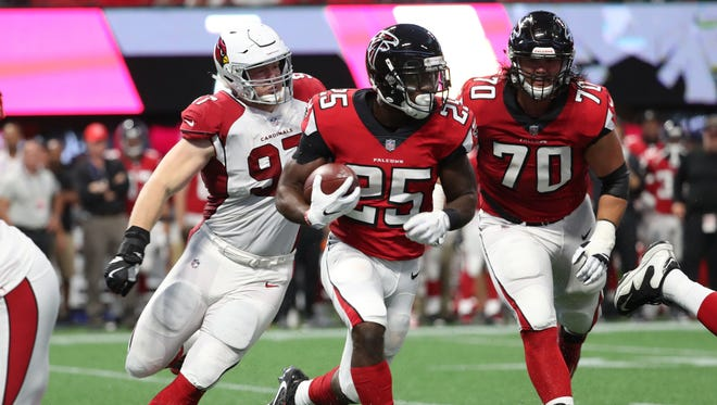 The Cincinnati Bengals signed former Atlanta Falcons running back Brian Hill to their roster on Tuesday.