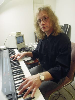 Singer-songwirter Warren Zevon plays a synthesizer on Oct. 25, 1989, in his West Hollywood, California apartment.