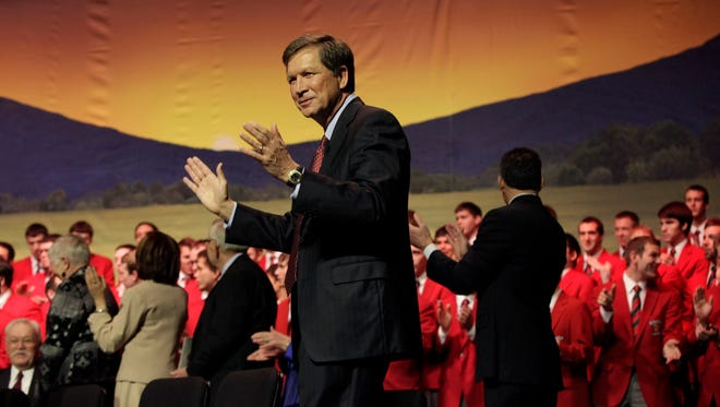 Gov. John Kasich claps as the Ohio State Glee Club sings to close his 2012 inauguration and ceremonial swearing-in.