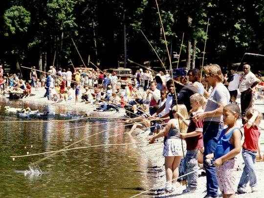 The shore of Shelby Park Lake is packed with youngsters during County Clerk Bill Covington's annual Junior Fishing Rodeo June 4, 1988.