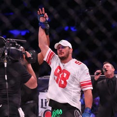Mitrione KOs Fedor after crazy double knockdown