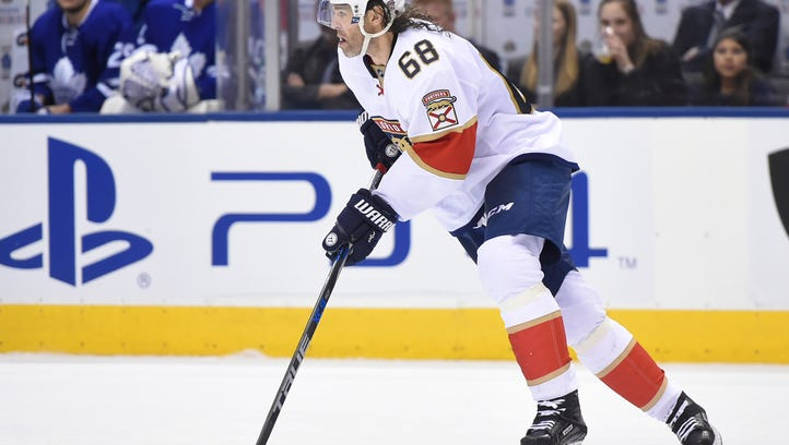 Florida Panthers forward Jaromir Jagr (68) skates with
