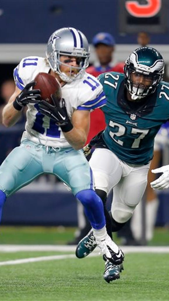 Malcolm Jenkins chases Dallas' Cole Beasley during the Eagles' 33-27 win Sunday night.