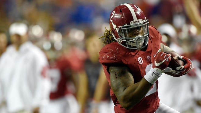 Alabama Crimson Tide running back Derrick Henry (2) runs against the Florida Gators during the third quarter of the 2015 SEC Championship Game at the Georgia Dome.