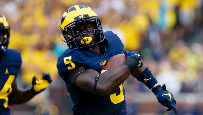 Michigan Wolverines linebacker Jabrill Peppers (5) runs the ball on a punt return in the second quarter against the UCF Knights at Michigan Stadium.