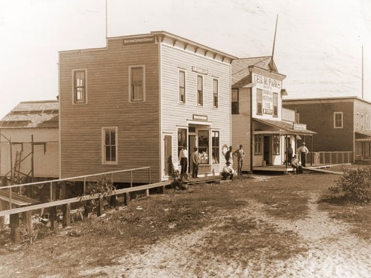 The Stanley Kitching Store (far left) served as the third Stuart City Hall.