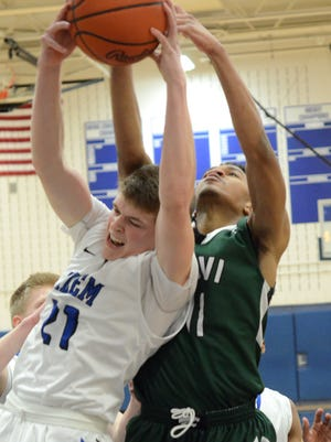 Novi's Jaylen Dixon, right, tries to rip a rebound out of the hands of Salem senior Jake Stropes (No. 21) during Tuesday's KLAA Central showdown.