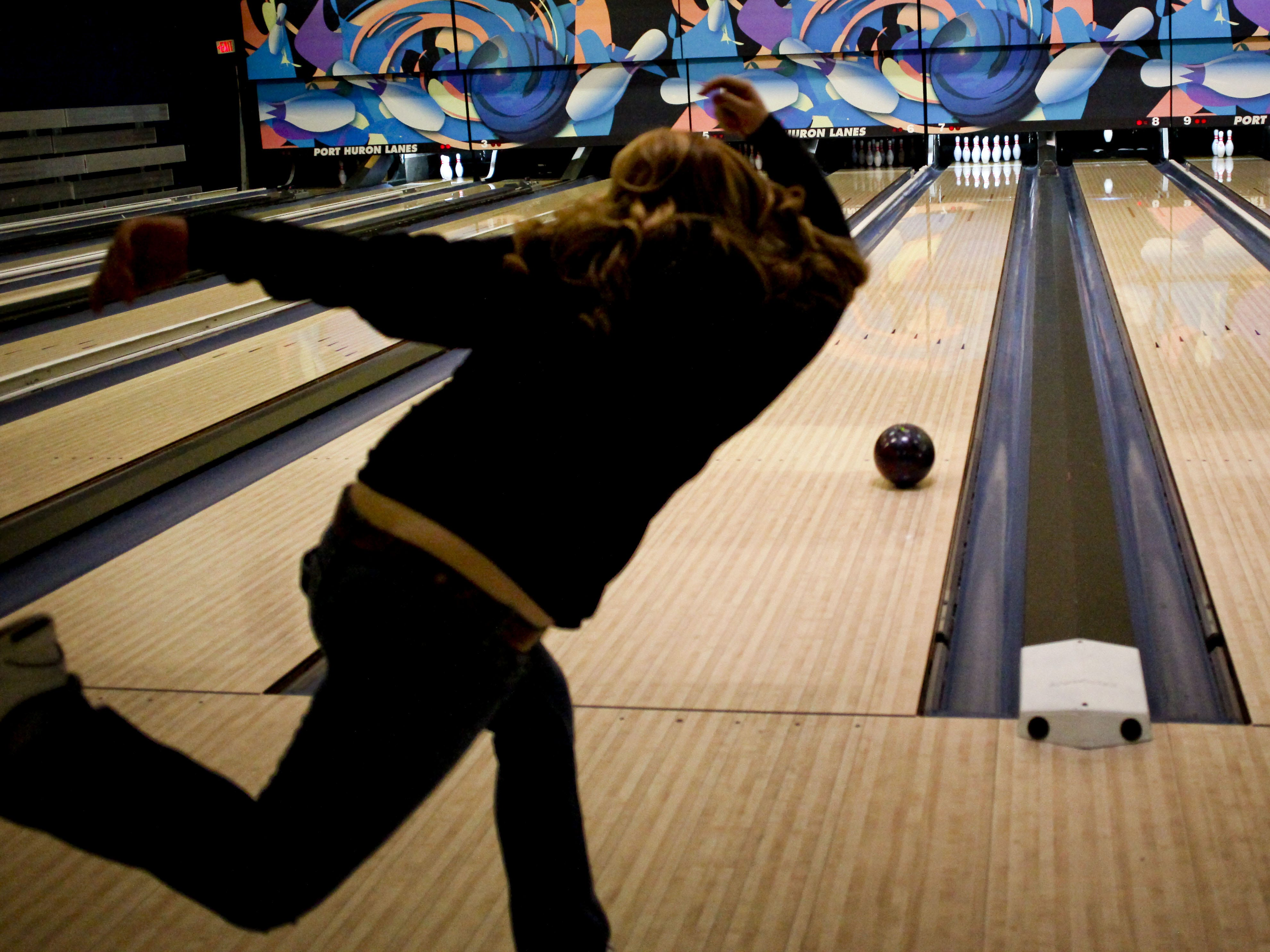 Senior Mackenzie Vista, 17, rolls the ball during the Marysville High School bowling team practice for state finals Wednesday at Port Huron Lanes. JEFFREY SMITH/TIMES HERALD.