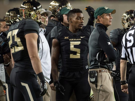 Baylor coach Art Briles with his team on the sideline.