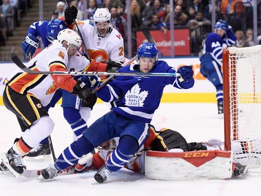 Flames_Maple_Leafs_Hockey_02942.jpg