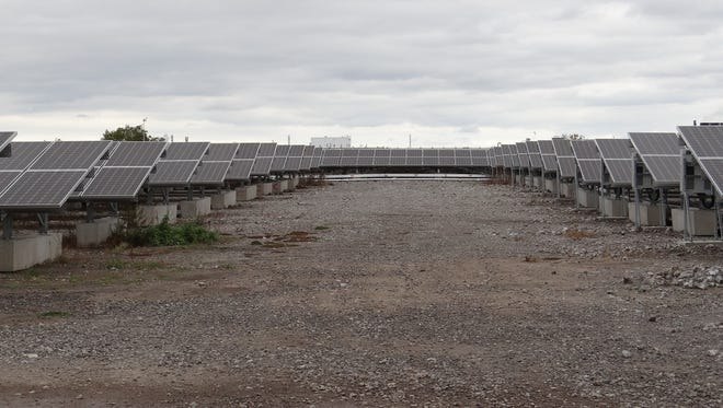 A 7,800-panel solar array on Rochester's west side will send electricity to City Hall.