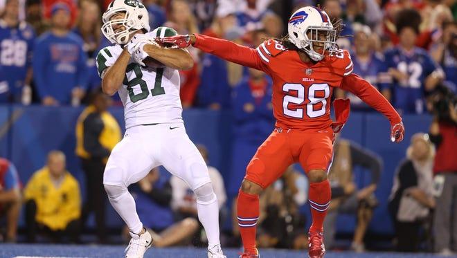 Jets receiver Eric Decker (87) catches this 5-yard touchdown pass behind Bills Ronald Darby.