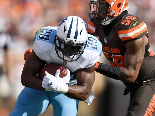 Titans running back DeMarco Murray (29) races up the