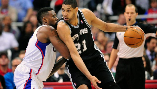 San Antonio Spurs power forward Tim Duncan (21) moves the ball against Los Angeles Clippers center DeAndre Jordan (6) during the first half at Staples Center.