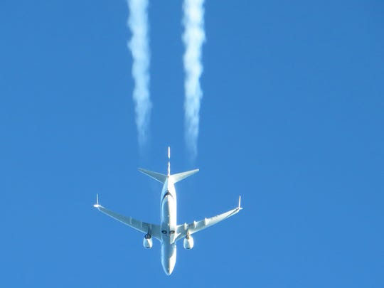 Boeing 737 Max photo pointing down