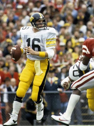 Chuck Long, shown in 1985, threw for 306 yards and three touchdowns as Iowa beat Tennessee in the 1982 Peach Bowl.