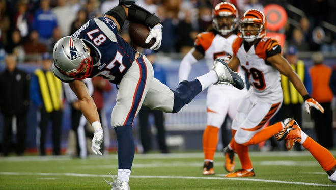 New England Patriots tight end Rob Gronkowski (87) runs in for a third quarter touchdown after a reception against the Cincinnati Bengals at Gillette Stadium. The Enquirer/Jeff Swinger