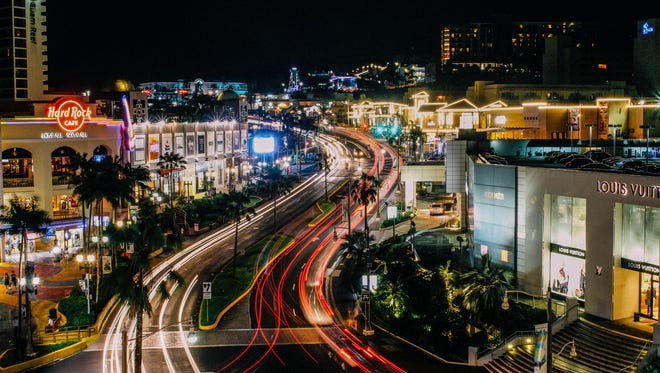 Jed Caluag captured this photo of the Tumon night life.