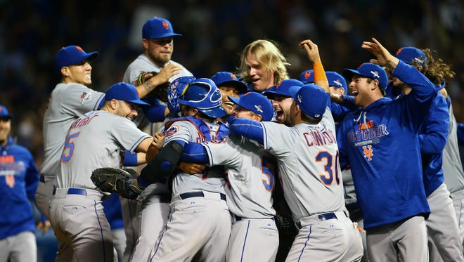 Game 4 in Chicago: The Mets celebrate the 8-3 victory and series sweep at Wrigley Field.