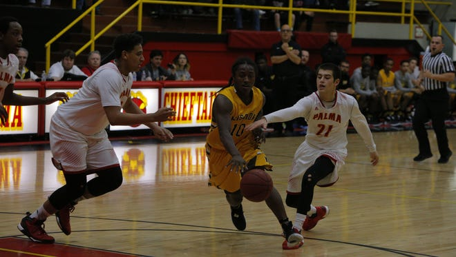 Palma High's Sacramento Figueroa (21) and Cameron Jones try to tap the ball away from Mission's Anthony Porter in the first half of Saturday's game.