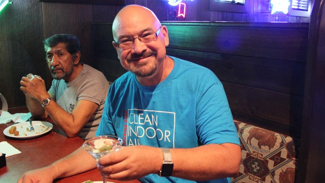 A Mesquite resident shows his support for the Mesquite Citizens for Clean Indoor Air Act Sept. 8 at Wedgies Sports Bar & Grill.