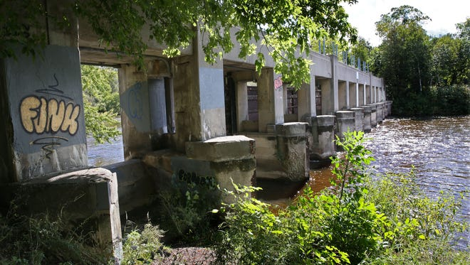 MMSD would demolish the Estabrook Park dam on the Milwaukee River, as part of a plan approved Monday by the district's commission.