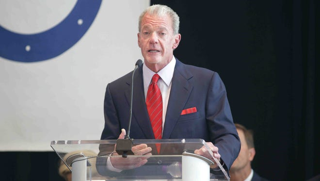 A lawsuit by former NFL players seeks to compel Colts owner Jim Irsay to testify.