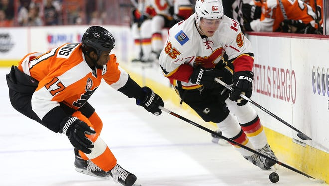 Wayne Simmonds and the Flyers are still searching for consistency 22 games into the season.