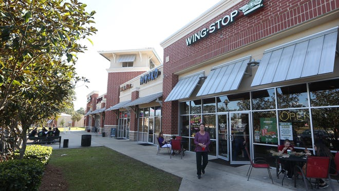 People shop and dine at Bannerman Crossing.
